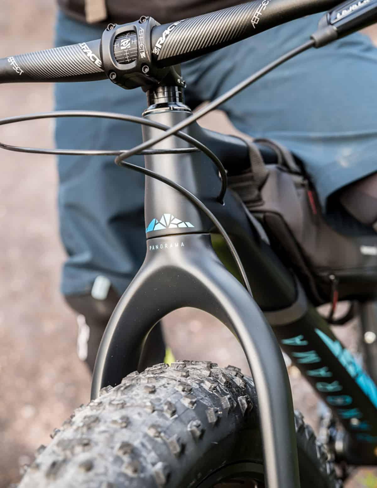 Le guidon et la potence race face du fatbike Panorama Chic-Chocs