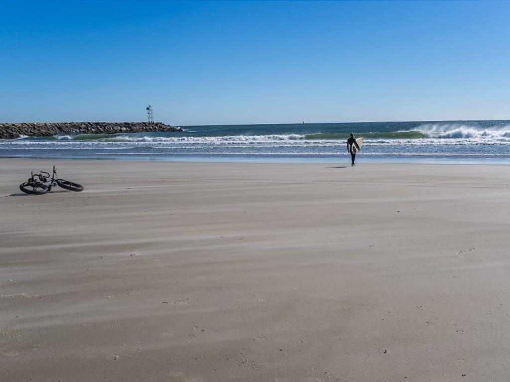 Approche en fatbike pour surfer les vague de wells dans le Maine