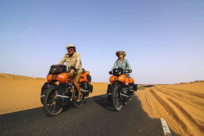 Pierre Bouchard et Janick Lemieux sont des aventuriers à vélos roulant dans les déserts d'Afrique