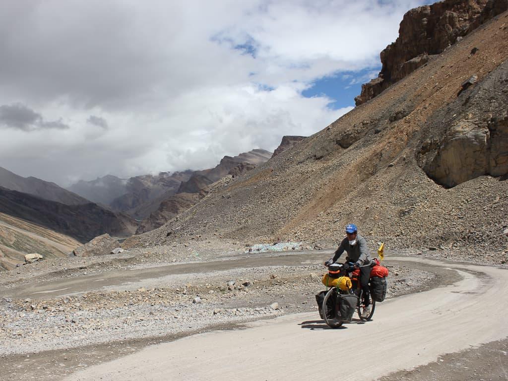 olivier paradis amabassadeur Panorama cycles pendant un périple à vélo dans les montagnes